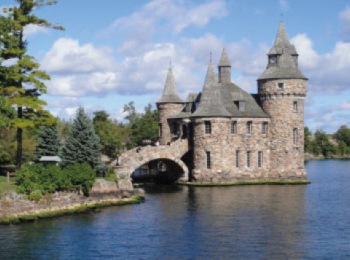 discover Kingston Castle by sailing in a self drive barge Rideau Canal - Canada