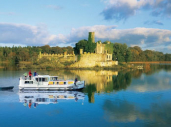 discover Navigation sur le Shannon by sailing in a self drive barge Shannon - Ireland