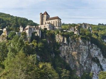 discover Discover St Cirq Lapopie by river boat by sailing in a self drive barge Lot