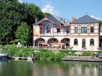 discover Sarreguemines Casino by sailing in a self drive barge Alsace