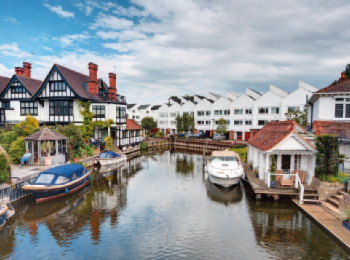 discover Marlow by sailing in a self drive barge The Thames - London