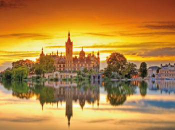discover Le Château de Shwerin by sailing in a self drive barge Mecklembourg - Berlin