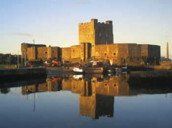 discover Castle Harbour by sailing in a self drive barge Shannon - Ireland