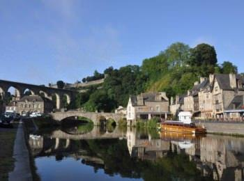 discover The fortified town of Dinan by sailing in a self drive barge Brittany