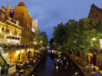 discover Utrecht by sailing in a self drive barge Amsterdam-Dutch Canals