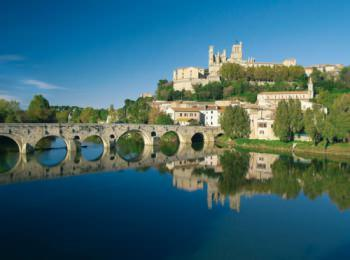 discover The city of Beziers by sailing in a self drive barge Canal du Midi / Camargue