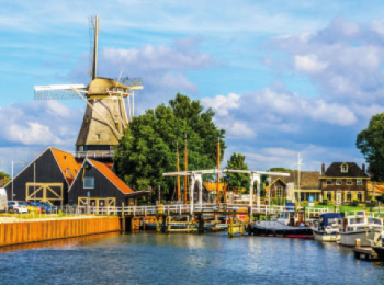 discover Hardeerwijk by sailing in a self drive barge Amsterdam-Dutch Canals