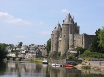 discover Josselin , its Castle by sailing in a self drive barge Brittany