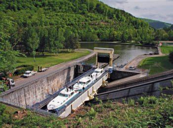discover Arzviller inclined plane by sailing in a self drive barge Alsace