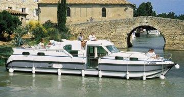 Canal Boating Holidays with Confort 1350