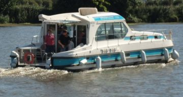 Canal Boating Holidays with sedan 1310