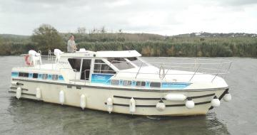 Canal Boating Holidays with Tarpon 42 A