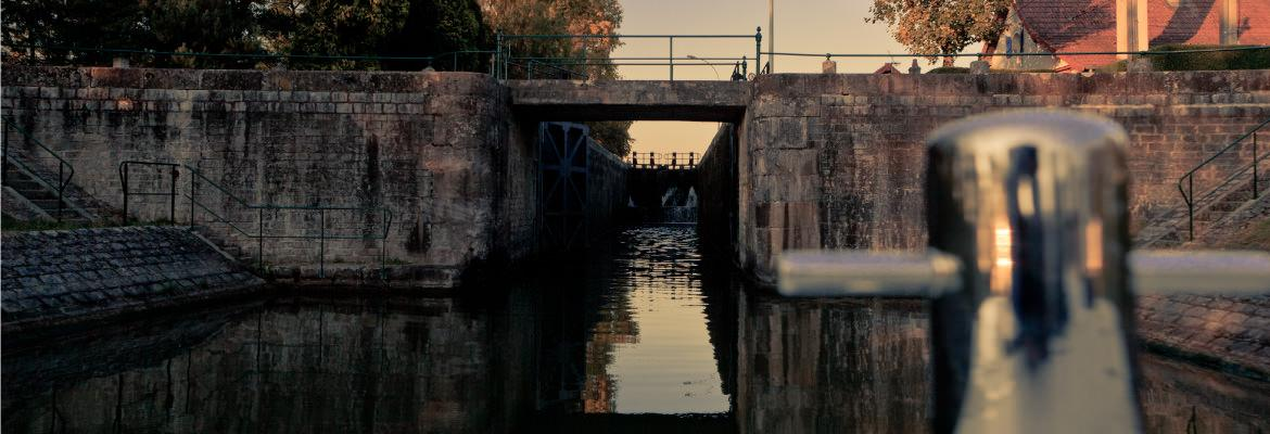 The locks in Burgundy barge hire unlicensed on canal boating holidays