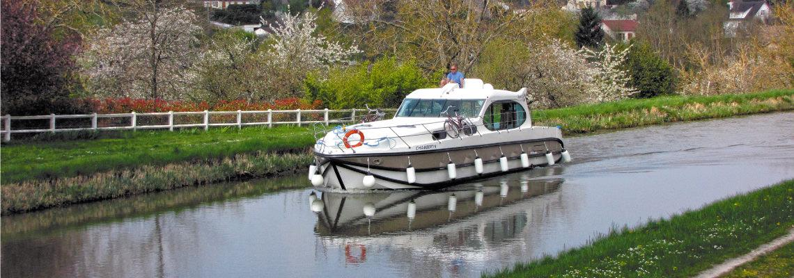 Canal Boating Holidays on Estivale Sixto Prestige 1