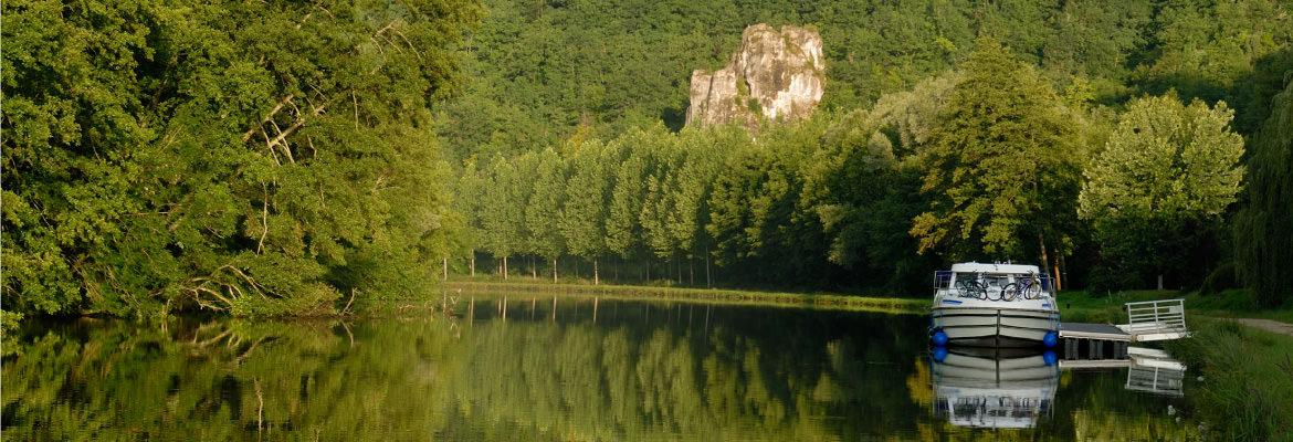 In nature in Burgundy boat hire without license on canal boating holidays