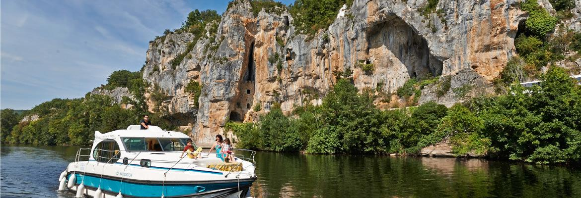 Discover the Lot valley in unlicensed boat on canal boating holidays