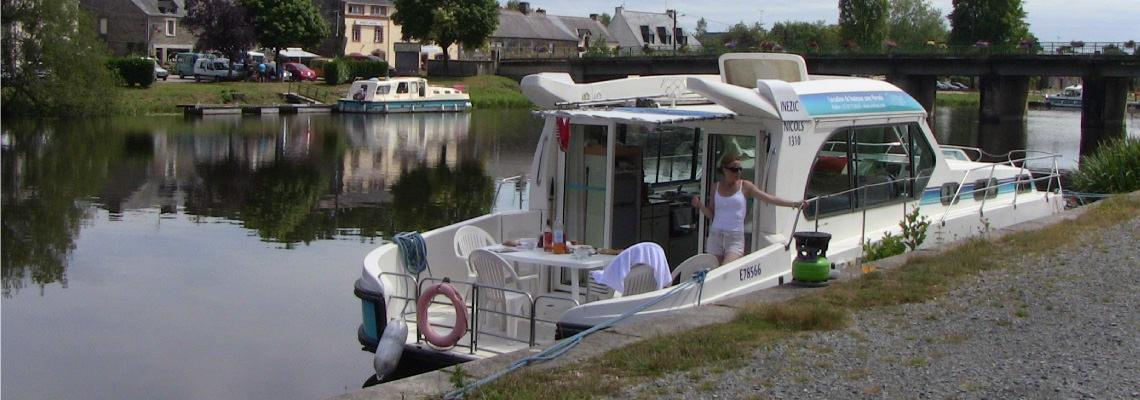 Canal Boating Holidays on Sedan 1310 Slide 4