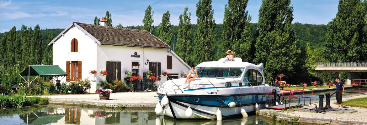 The passage of locks on the Canal du Nivernais in Burgundy on canal boating holidays