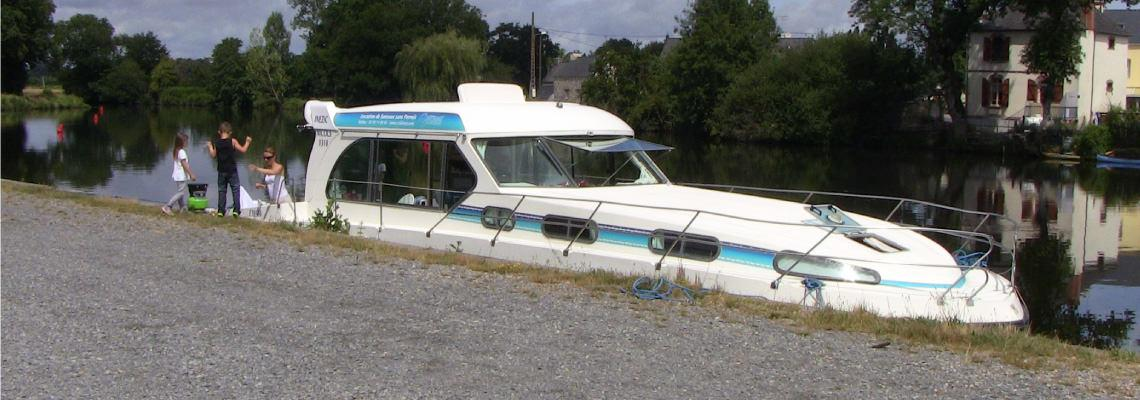 Canal Boating Holidays on Sedan 1310 Slide 3