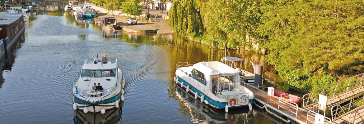 The houseboat rentals on the Canal from Nantes to Brest in Brittany, Nantes on canal boating holidays