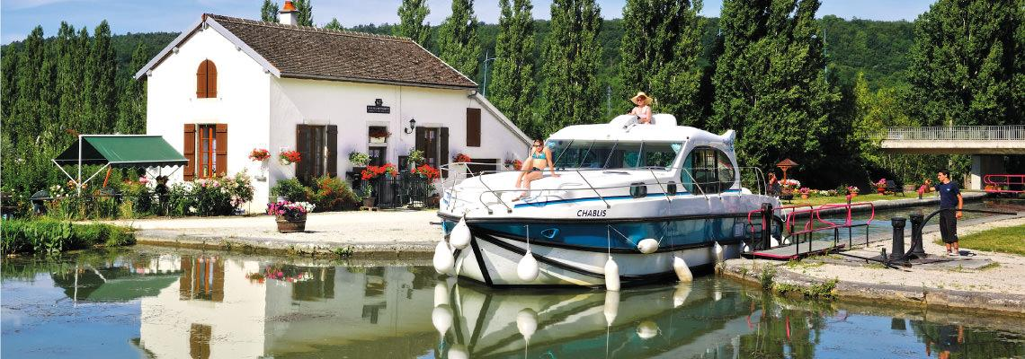 Canal Boating Holidays on Estivale Quattro 2