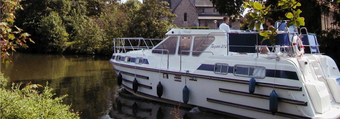 Canal Boating Holidays on Tarpon 37 Duo Prestige Slide 2