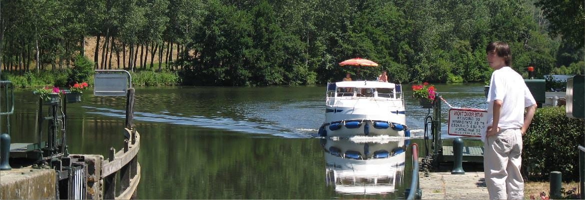 Rental houseboat without license ecluse tarpon in the mayenne on boating holidays